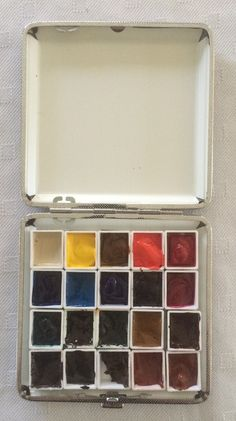 There are a huge number of palette options available. Some are designed as watercolour palettes, others can be adapted with some spray paint to work very well. Here are a few to look at. I have...
