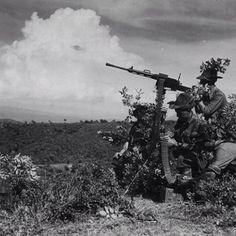 🇮🇹Grecia-Albania 1941. Alpini Italiani sparano con una mitragliatrice fiat 14/35.🇬🇧Greece-Albania 1941. Italian Alpini shoot with a machine gun fiat 14/35. Pin by Paolo Marzioli
