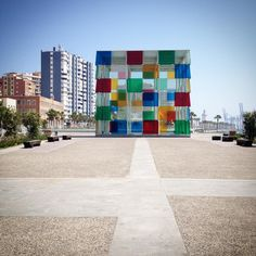 Joko olet käynyt Málagan uudessa Centre Pompidoussa? Kaupungissa on todella satsattu taiteeseen, keväällä tänne avautui myös Venäläisen museon sivukonttori. Ja Picasso-museossa on muun herkun päälle parhaillaan myös upean Louise Bourgeois'n näyttely! #malaga #espanja #taide #mondolöytö #mondolehti