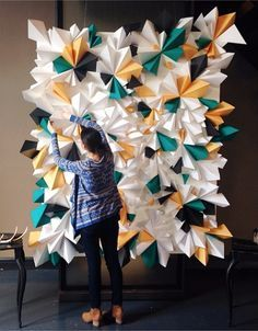 Via Design Love Fest and Tinsel & Twine Gorgeous geometric paper backdrop. Via Design Love Fest and Tinsel & Twine Paper Backdrop, Diy Backdrop, Backdrop Event, Decoration Evenementielle, Paper Decorations, Diy And Crafts, Arts And Crafts, Paper Crafts, Party Kulissen
