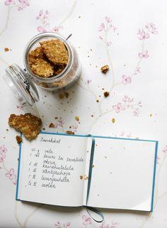 Kaurakeksit on yksi klassikkoresepteistämme. Tällä ohjeella saat helposti ihanat keksit kahvipöytään. Katso ohje!