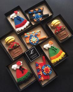 Fondant Cookies, Galletas Cookies, Royal Icing Cookies, Cupcake Cookies, Sugar Cookies, Basic Cookies, Cute Cookies, Mexican Cookies, Fiesta Cake