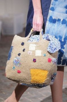 Daniela Gregis at the Milan Fashion Week in Spring 2016 …- Daniela Gregis auf … – Crochet Bag İdeas. Bag Crochet, Diy Crochet And Knitting, Crochet Handbags, Crochet Purses, Knit Bag, Knitting Patterns, Crochet Patterns, Crochet Ideas, Knitted Bags