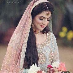 Зображення може містити: 1 особа, стоїть та весілля Pakistani Bridal Makeup, Bridal Mehndi Dresses, Nikkah Dress, Pakistani Wedding Outfits, Bridal Outfits, Bridal Lehenga, Indian Bridal, Pakistani Dresses, Indian Dresses