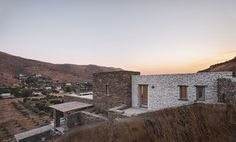 Image 12 of 36 from gallery of Rocksplit House / Cometa Architects. Photograph by Dimitris Kleanthis