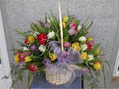 Koš s 55 tulipány Kos, Table Decorations, Furniture, Home Decor, Decoration Home, Room Decor, Home Furnishings, Home Interior Design, Aries