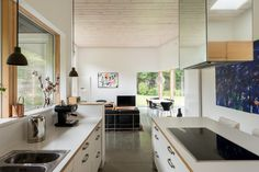 This house, one of the renowned architect Paul Archer's most celebrated projects, takes a simple 1960s building on a beautiful third of anacre plot (approx) and adds a spectacular contemporary space, attached by a short glass link. The4 / 5bedroom house can be found down a quiet, unmade road on the rural fringes of Farnham, […]