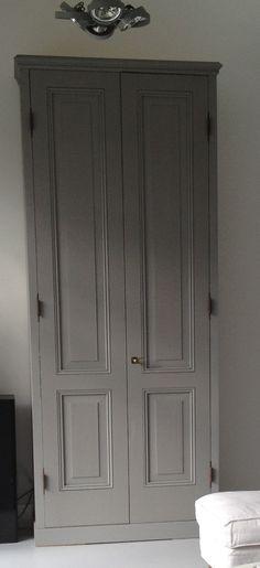 Hoge kast (276 cm) met paneeldeuren, verkrijgbaar in diverse maten en kleuren.