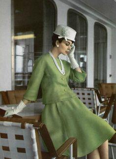 "Nina Ricci P/E 1962 ""Ramon"". Vintage Dior, Christian Dior Vintage, Moda Vintage, Vintage Couture, Vintage Glamour, Vintage Beauty, Vintage Dresses, Vintage Outfits, 60s Fashion Trends"