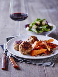 Sønderjyske frikadeller med sweet potato fritter.  Link til : 6 opskrifter til 2 dage med Sense