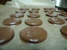Copycat Recipe: Homemade Thin Mints  - 2 ingredients