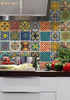 Beatiful patterns of Talavera Tiles | Paint + Pattern J'adoooore ! Moi je collectionne les carreaux mexicains mais n'en ai rien fait pour l'instant.