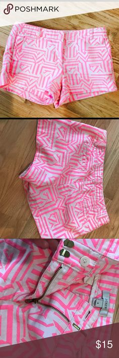 Pink and White Geometric Patterned J Crew Chinos! Chino Shorts, adorable! I absolutely love these. So comfortable and they fit nicely. Worn a good amount but still in great condition J Crew Shorts