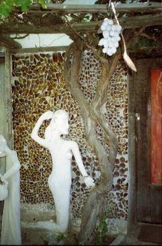 Tony's Place: Visionary Environment – Helen Martins and The Owl House of Nieu Bethesda Sculpture Art, Garden Sculpture, Sculptures, Watts Towers, Owl House, Outsider Art, Art World, Mosaic, Environment