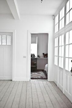 Lovenordic Design Blog: AT HOME WITH MELANIE IN ANTWERP...