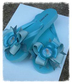 7a5bedb2e24462 Frozen Elsa flip flops with bow  disney flip flops by natortiz23