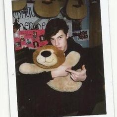 Shawn Mendes This is Leo! I love how Shawn still carries around a stuffed animal Shawn Mendes Snapchat, Shawn Mendes Concert, Shawn Mendes Quotes, Omaha Squad, Foto Gif, Shawn Mendes Wallpaper, Leo Lion, Appreciation Post, Animal Quotes