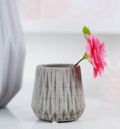 рифленая бетон промышленный оригами сложенном ваза сделана с любовью Designs Ltd | notonthehighstreet.com