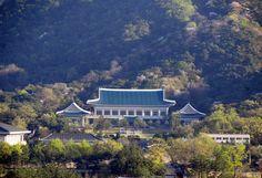 """Cheongwadae or """"Blue House"""" in Seoul"""