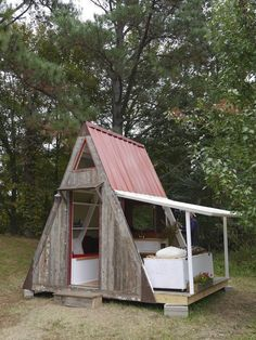 This 80 square foot cabin packs a bed, sink, mini-fridge and overhead loft! Plus, it costs only $1,200 to build