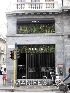 A jungle of greenery for the windows of the Vertu store in Milano.