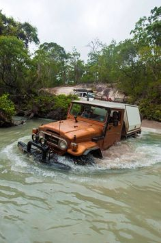 Awesome Aussie landcruiser taking a bath