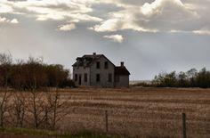 Old Farm House by Steph Peesker, via 500px