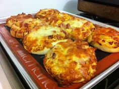 Pizzabrötchen Thermomix Rezepte - The best Thermomix recipes and community - Pizza Rolls Pizza Recipes, Baby Food Recipes, Dinner Recipes, Cooking Recipes, Lunch Snacks, Healthy Snacks, Fermented Bread, Thermomix Bread, Savoury Baking