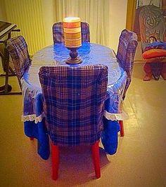 Table tout en bleu écossais de réception.