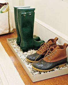 BootsOnStonesRain from Up Knorth Blog. For those rainy or snowy days. Fill a shallow container with stones (found at your local garden centers). Ice and snow will melt and any water on your shoes will drain through the rocks to the bottom of the tray, so your boots don't stand in their own wet puddle. Most of the moisture will evaporate off after a few hours.