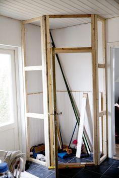 Trendy walk in closet remodel diy pantry doors Corner Kitchen Pantry, Kitchen Cupboards, Kitchen Layout, Kitchen Worktop, Küchen Design, Interior Design, Closet Remodel, Pantry Design, Home Decor Kitchen