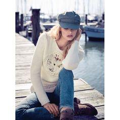 Neu dekoriert: ecrufarbeer Pullover mit eingesetzer Strickblüte. #conleys #water #pullover #fashion