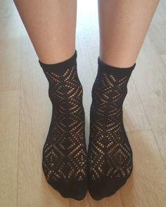 Ideální do těchto dní. Na noze jsou velmi krásné a pohodlné. Kvalitní ponožky, které budete milovat. WWW.SUBUBI.CZ Socks, Fashion, Moda, Fashion Styles, Sock, Stockings, Fashion Illustrations, Ankle Socks, Hosiery