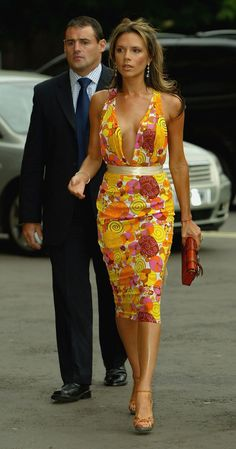 "The ""Austin Danger Powers"" Victoria Beckham's 30 Most Memorable Outfits David Und Victoria Beckham, Victoria Beckham Stil, Viktoria Beckham, Spice Girls Outfits, Girl Outfits, Beauty And Fashion, Fashion Looks, Gypsy Fashion, Vic Beckham"