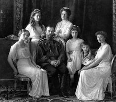 (1913) Tsar Nicholas ll. with his family
