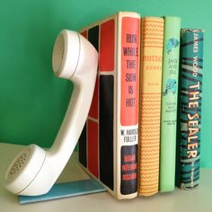 Old phones get new life with this bookend #DIY!