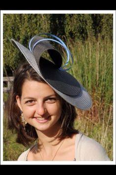 Les chapeaux de Capucine & Marie-Marie Modèle Megève Tea Hats, Tea Party Hats, Fascinator Diy, Fascinators, British Hats, African Hats, Head Band, Millinery Hats, Cocktail Hat