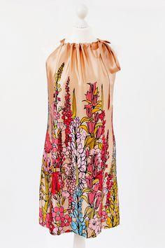 Nähpaket für knielanges Kleid aus 100 % Seide  SCHWIERIGKEITSGRAD: leicht-mittel    Im Nähpaket ist alles enthalten, was Du zum Nähen dieses Kleide...