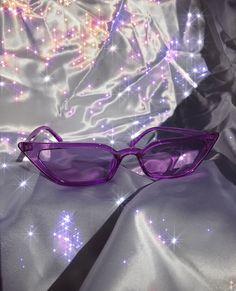 Violet Aesthetic, Dark Purple Aesthetic, Lavender Aesthetic, Aesthetic Colors, Aesthetic Collage, Aesthetic Pictures, Aesthetic Painting, Aesthetic Vintage, Purple Rooms
