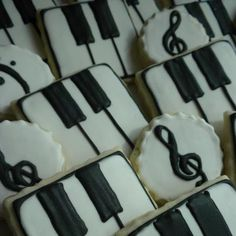RECITAL treat idea: Piano and Musical Cookies I am already planning this year's recital.  Kids are gonna love it. www.letsplaymusicsite.com