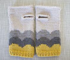 Ravelry: Abra Alba wrist warmers pattern by Matilde Skår. Such a cute pattern on regular ol' wrist warmers Fingerless Gloves Knitted, Knit Mittens, Knitted Hats, Knitting Projects, Knitting Patterns, Crochet Patterns, Hat Patterns, Knitting Tutorials, Loom Knitting