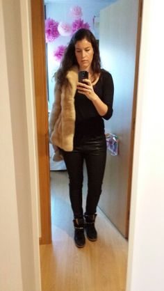 Fur +leather pants + sneackers