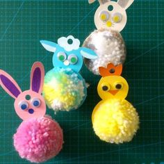 Kid Decor 73765 A tutorial to learn how to make these hanging Easter animals Bunny Crafts, Easter Crafts, Spring Crafts For Kids, Diy For Kids, Pom Pom Crafts, Easter Traditions, Coloring Easter Eggs, Easter Celebration, Kids Decor