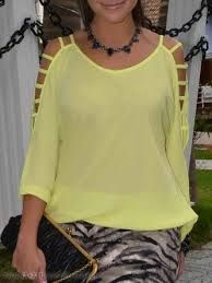 Resultado de imagem para blusa de seda estampada Casual Outfits, Cute Outfits, Corsage, Refashion, I Dress, Diy Clothes, Casual Chic, Casual Looks, Plus Size Fashion