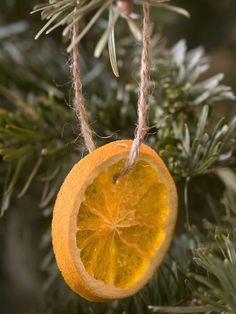 Natural Christmas Tree Decoration Ideas - I remember doing this with mum.