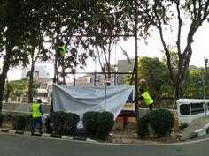 Pembongkaran Baliho OSeana di Jalan Kelapa Nias Raya yang melanggar
