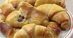Υλικά 400γρ αλεύρι 1 κεσεδάκι γιαούρτι(220γρ) 1 φακελάκι μαγιά 2 κουταλιές σούπας ζάχαρη 100γρ μαργαρίνη 1 αυγό και λίγο αλάτι. ... Pretzel Bites, Bread, Party, Food, Brot, Essen, Parties, Baking, Meals