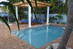 Bahama House Pool and courtyard - Center of It All - Paradise Island Suite - Key West - rentals