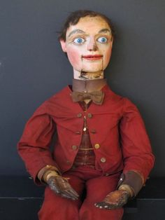 Ventriloquist Figure - - I wish I owned him! He's creepy but interesting! Creepy Toys, Scary Dolls, Antique Dolls, Vintage Dolls, Ventriloquist Puppets, Punch And Judy, Creepy Pictures, Little Doll, Folk Art