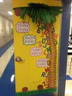 back to school door decoration.. Chicka chicka boom boom style!